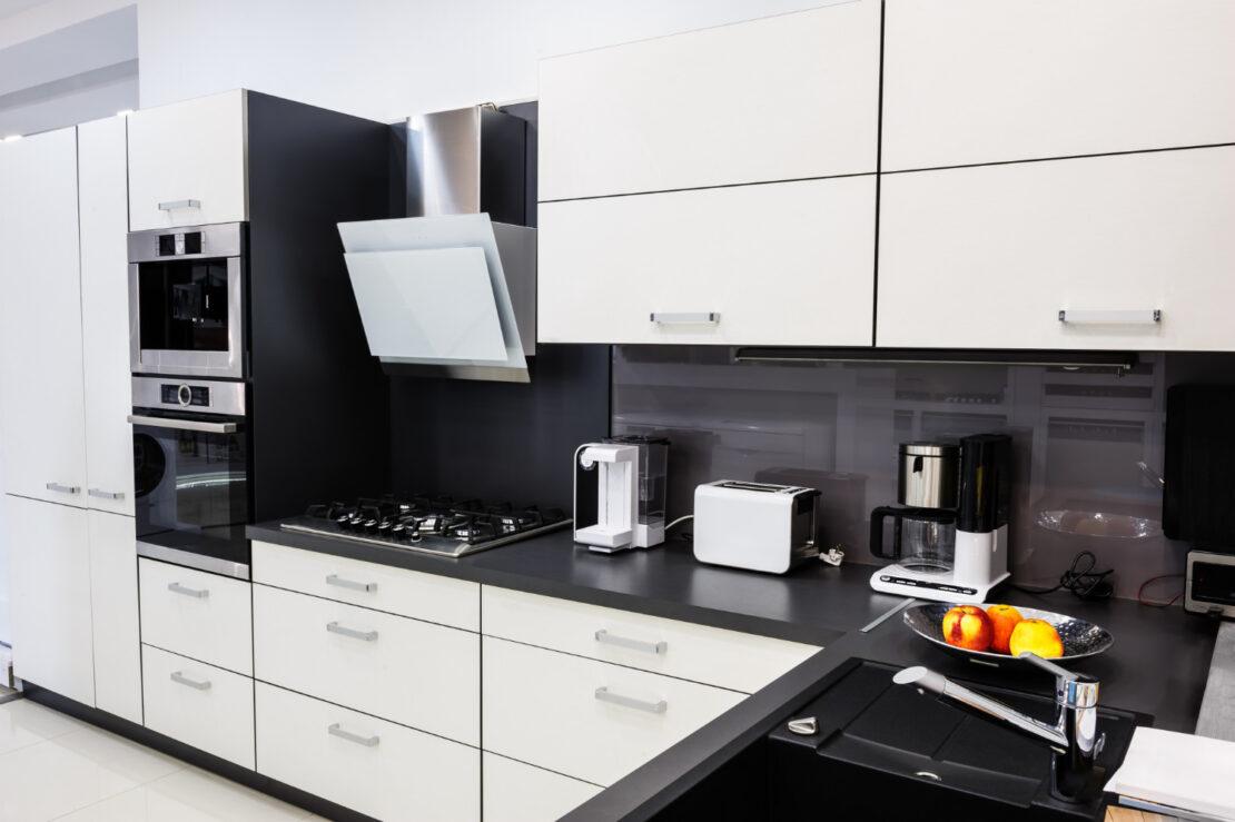 Czarny lacobel w kuchni